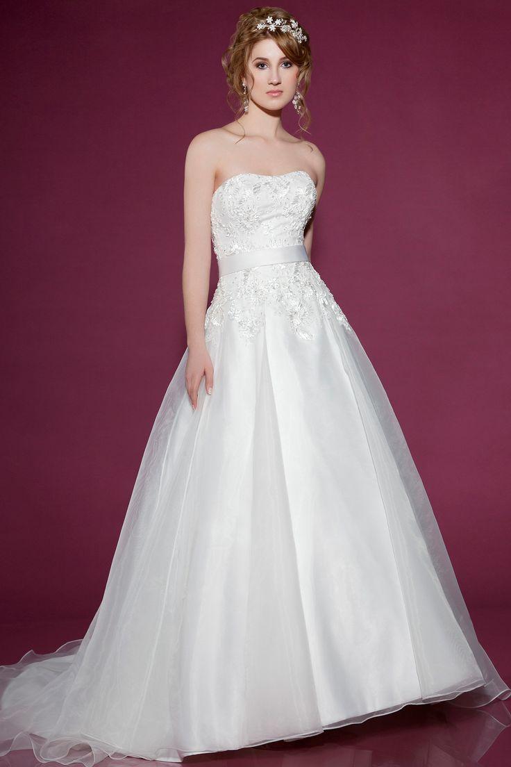 2428 by Benjamin Roberts | Wedding Dresses | www.guidesforbrides.co.uk