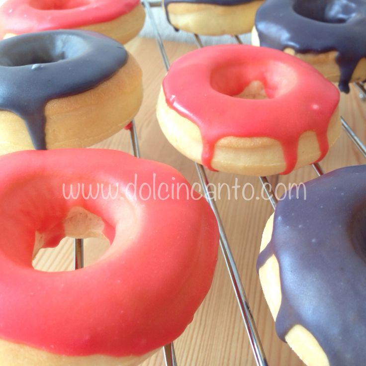 Donuts con glassa rossa e nera