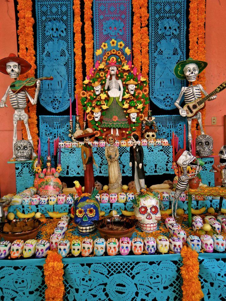 """❁☠❀ Dia de Los Muertos ❀☠❁ lapaol: """" Altar en San Angel. """""""