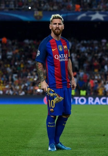 Lionel Messi of FC Barcelona looks on prior to the UEFA Champions League Group C match between FC Barcelona and Celtic FC at Camp Nou on September 13, 2016 in Barcelona, Catalonia.