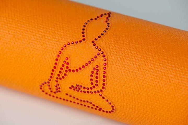 Коврики для йоги купить в йога-магазине Культ тела. Доставка. http://culttela.ru/products/category/584002
