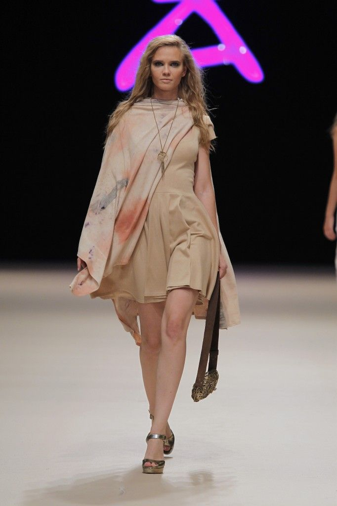 Etikology - Pasarela Adlib 2016 - Nanou Couture Organic fashion, natural dye  #ecodye #slowfashion #handmade #ibiza Organic Savater Dress and poncho