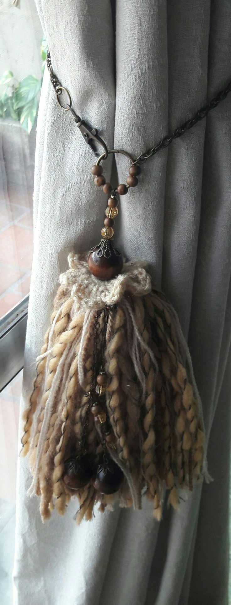 Borla con flor en crochet y cadena