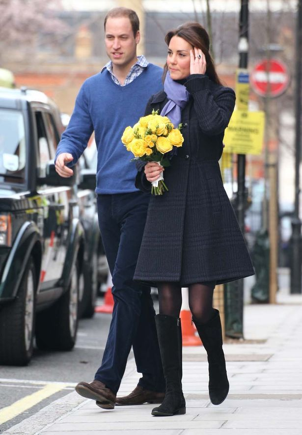 A pregnant Kate Middleton looking wonderful as she leaves the hospital with her prince.... Any day now!!!!