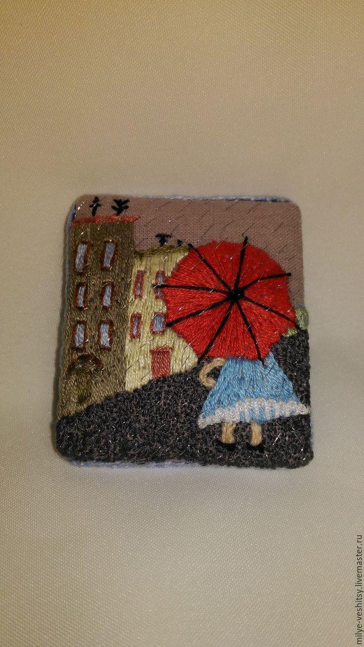 """Купить Брошь вышитая """"В городе дождь..."""" - ярко-красный, зонтик, зонт, дождь"""