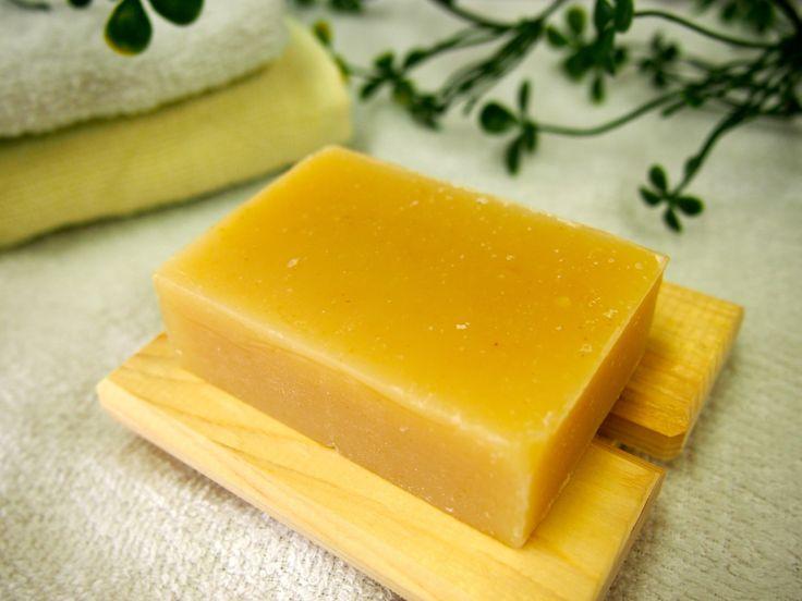 Natural Soap Tomato 乾燥肌・くすみ肌・敏感肌の方におすすめ。 米ぬかとココナッツオイルを主原料に、コールドプロセスで作られた手作り石鹸です。