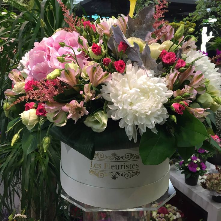 #FlowersInABox #ανθοσύνθεση #ανθοπωλείο #lesfleuristes #διακόσμηση #καπελιέρα #λουλούδια