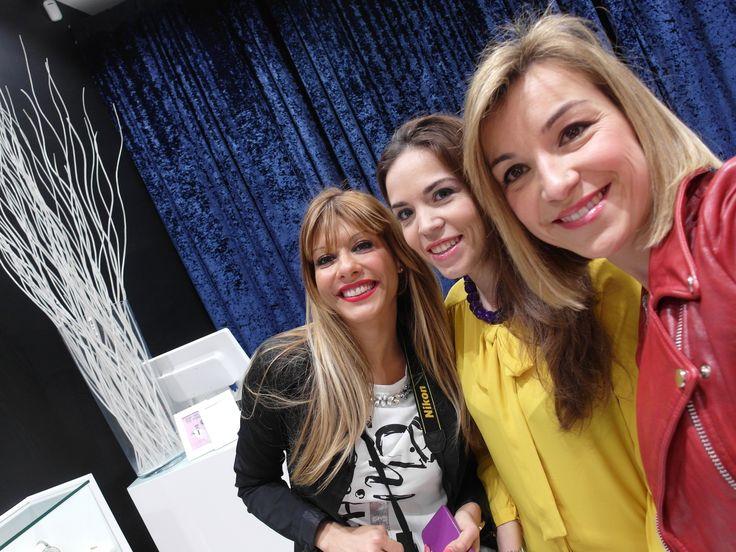 Recordando tarde entre bloggers (hoy en mi blog new post up) http://conelmicroyentacones.com/2015/04/02/tarde-de-bloggers-joyas-y-belleza-con-yomime-mary-kay/