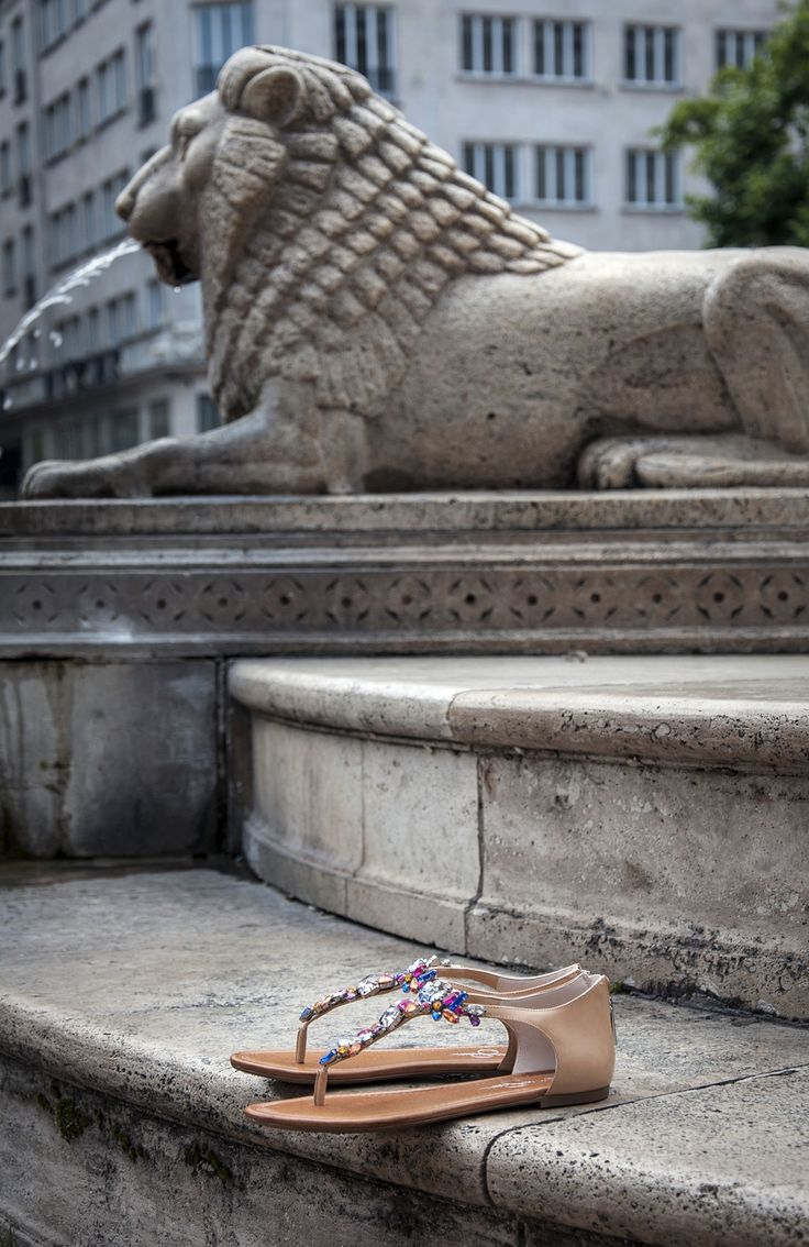 #jessicasimpson #sandals #women #shoes #fashion #budapest #summer #statue #lion #officeshoes http://www.officeshoes.hu/cipok-jessica-simpson/1094320/24/order_asc