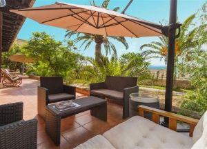 Stunning villa with 3.500 m2 garden & pool. Excellent location, Génova.
