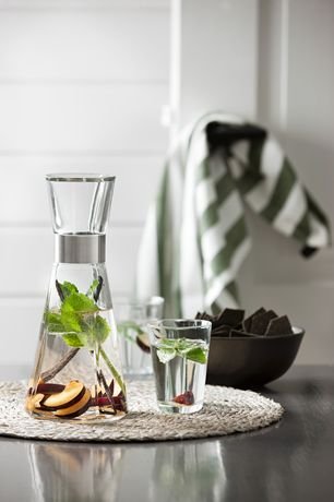 This set comprises the popular water carafe and two tumblers from the Grand Cru range. #rosendahl #rosendahlgrandcru