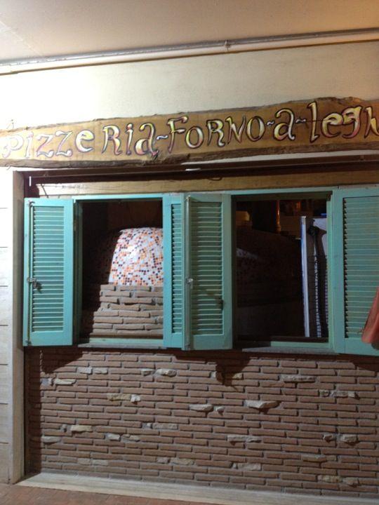 Pizzeria под домом! Отличное качество