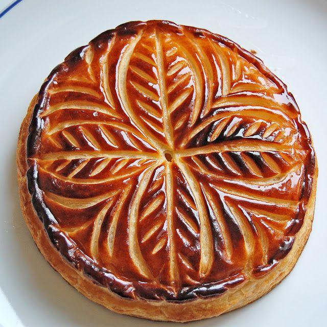 43 best couronne et galette des rois epiphanie 2014 for Decoration galette des rois frangipane