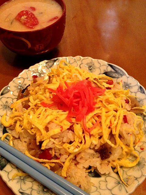 酒粕の味噌汁…適当に作ったわりには無茶苦茶ウマイ(笑) - 1件のもぐもぐ - ちらし寿司と酒粕の味噌汁 by nh1