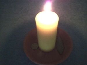 Hechizo de amor. Cómo hacer un hechizo para atraer el amor a tu vida. Conjuros de magia blanca con velas y elementos naturales.