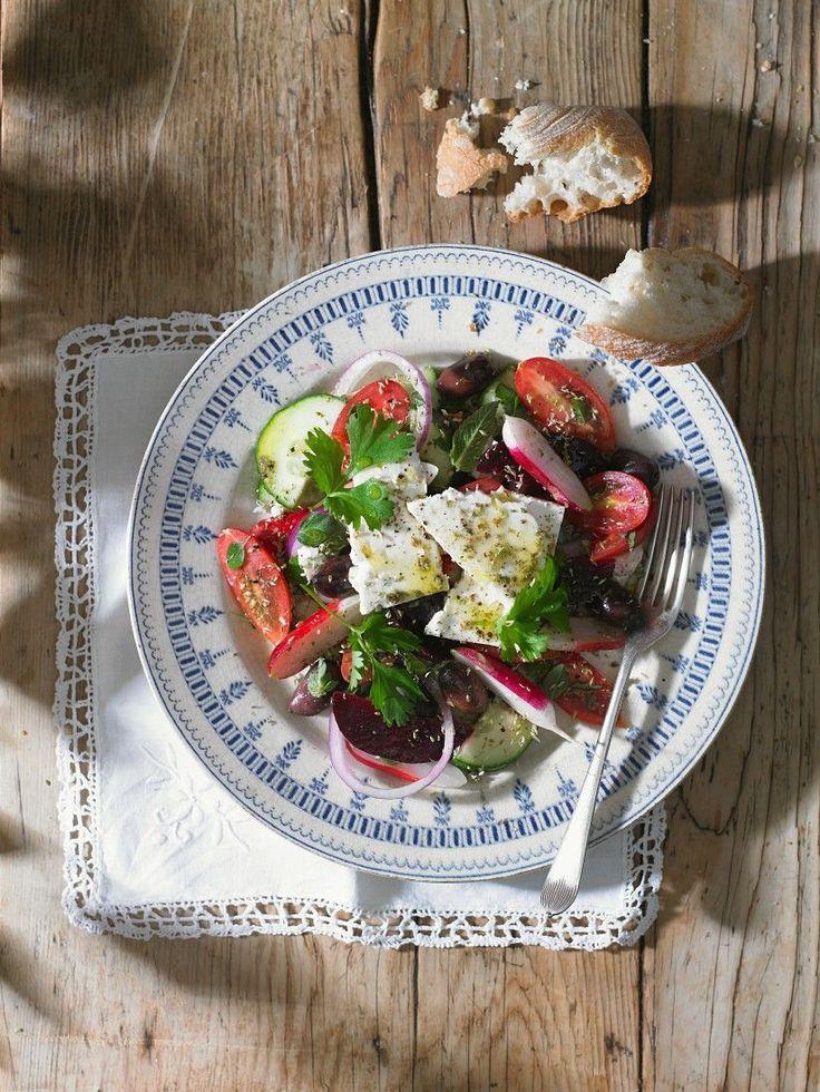 Rote Bete-Salat mit Schafskäse | http://eatsmarter.de/rezepte/rote-bete-salat-mit-schafskaese-0