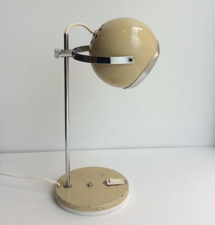 pallomainen beige pöytävalaisin 60 luvulta Ranskasta . korkeus 35 cm . halkaisija 14 cm . @kooPernu