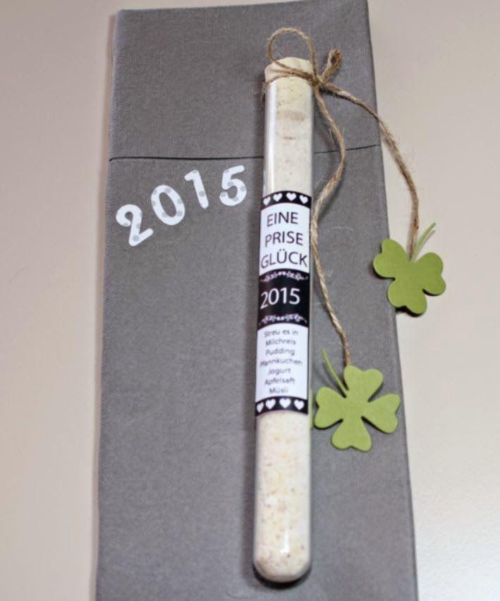 Jahreswechsel = Silvester 2014, Prise Glück, Reagenzglas, Eitkett, Freebie, Memory Box, Kleeblatt