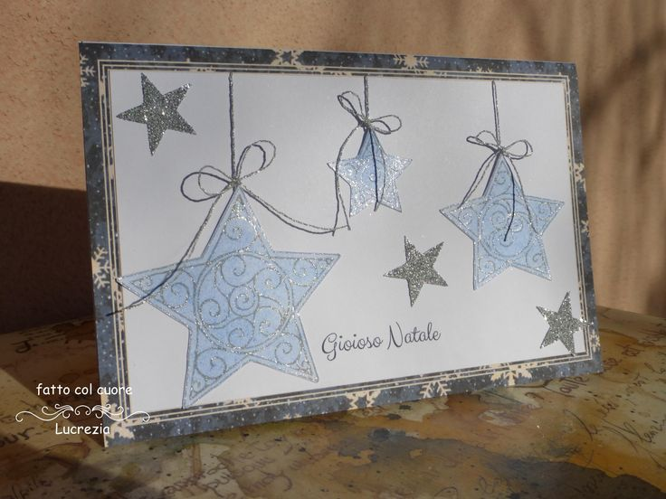 Biglietto per le feste natalizie: tante stelle più o meno scintillanti per augurare un gioioso Natale