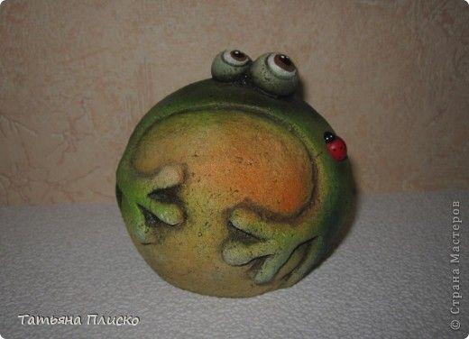 """Здравствуйте, дорогие жители """"Страны мастеров""""!!! Сегодня хочу поделиться с вами своим увлечением - я просто обожаю этих зелёных красавиц! Итак, начнём экскурсию! Добро пожаловать в мой лягушатник!!! Только тише, они у меня очень пугливые))))))))) фото 37"""