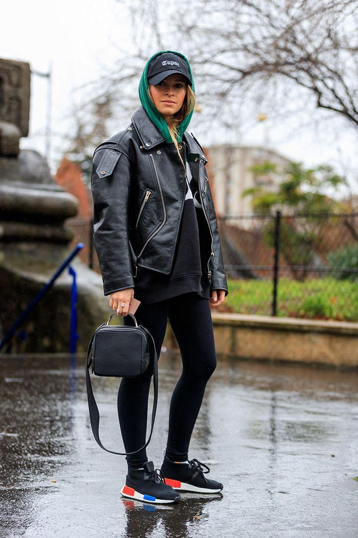Street Style París Fashion Week 2017   http://stylelovely.com/galeria/street-style-paris-fashion-week-2017/