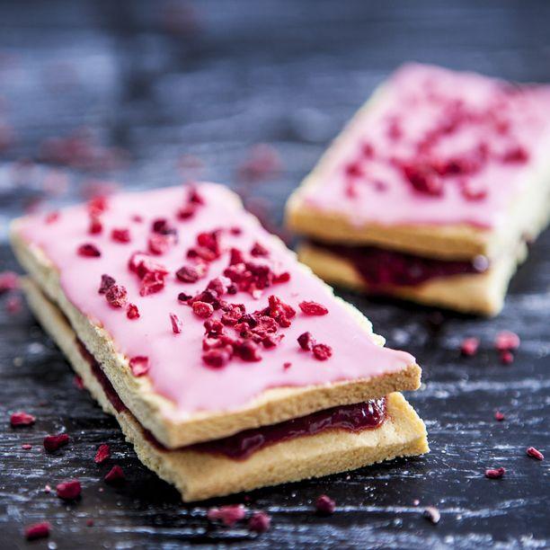 Hindbærsnitter er forfriskende kager med sød hindbær-kræs. Få opskriften på de lækreste hindbærsnitter her – hindbærsnitter, der endda er glutenfri!