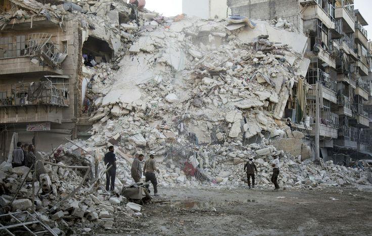Alep : de nouvelles preuves de crimes de guerre - Nos nouvelles images satellite ainsi que de nouveaux témoignages attestent que les forces gouvernementales syriennes, avec le soutien de la Russie, ont attaqué des habitations, des installations médicales, des écoles, des marchés et des mosquées. Une stratégie militaire délibérée pour vider la ville.  - Les civils sont les premières victimes à Alep © AFP/Getty Images