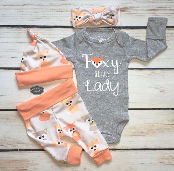 Baby Mädchen nach Hause kommen Outfit, Baby Fox Print mit Melone Trim, Leggings, Hut und Stirnband, Heather Grey Bodysuit, Krankenhaus-Outfit, Foxy Lady – Baby Clothing