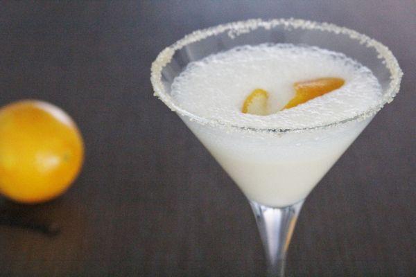 Hou je van creme brulee? Lees dan snel hoe je deze culinaire Creme Brulee Martini zelf kunt maken. Op Cocktailicious.nl!