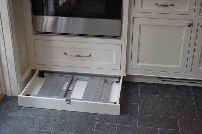 A Hidden Folding Step Ladder To Reach The Top Cabinets