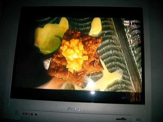 I Quattro Moschettieri :: Cannolo aperto Ingredienti per il cannolo:  300 g di farina 00,  1 cucchiaiono da thè di caffè,  1 cucchiaino da thè di cacao,  un paio di cucchiaini da thè di zucchero,  4 cucchiai di vino rosso(o bianco a piacere),  olio di semi per friggere.