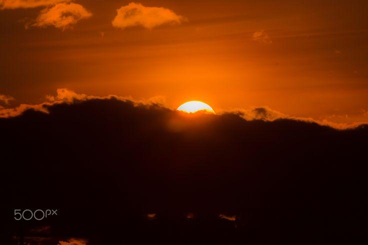 Momentos - Momentos que son tesoros del alma, unos para recordar otros para aprender. Alegría, lagrimas, amor, desamor, melancolía, optimismo, compañía, soledad, y mil cosas más que una simple puesta de sol te hace vivir. Hey, mañana es otra oportunidad.