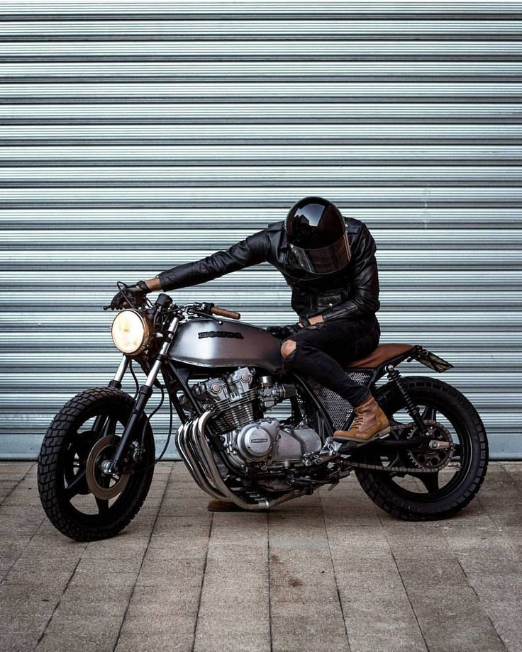 1,832 отметок «Нравится», 4 комментариев — Cafe Racers | Customs | Bikes (@kaferacers) в Instagram: «Loving this Honda Cafe racer, a right clean look to it! #kaferacers ------- Would you ride this?…»