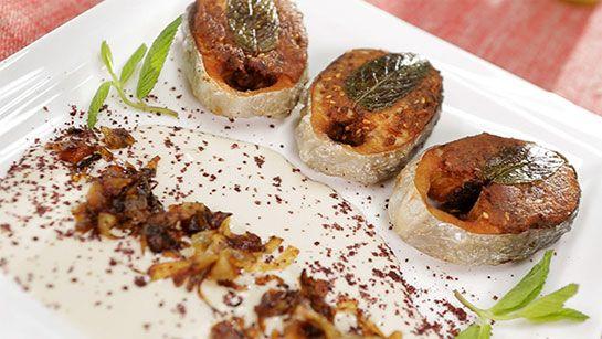 Balık Sosu; Morney sos: Bu sos özellikle fırında hazırlanan ızgara balıklarla mükemmel bir uyum sağlar. Jülyen doğranmış 1 yemek kaşığı kuru soğan, 2 yemek kaşığı sıvı yağ ve 1 diş kıyılmış sarımsak kısa bir süre kavurulur. İçine 1 adet ince doğranmış domates ve tuz ilave edilerek suyu çekinceye kadar pişirilir. Tereyağında sote edilen çekirdeksiz yeşil zeytinlerde sosa ilave edilerek sosla karıştırılır.