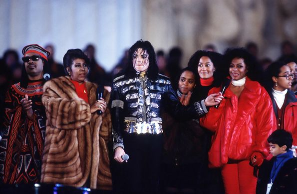 Aretha Franklin stands with Stevie Wonder, Michael Jackson and Diana Ross in front of the Lincoln Memorial during a pre-inauguration event for Bill Clinton in Washington, D.C., on January 17th, 1993.  Read more: http://www.rollingstone.com/music/pictures/aretha-franklin-through-the-years-20120323#ixzz3pFQXbHB9