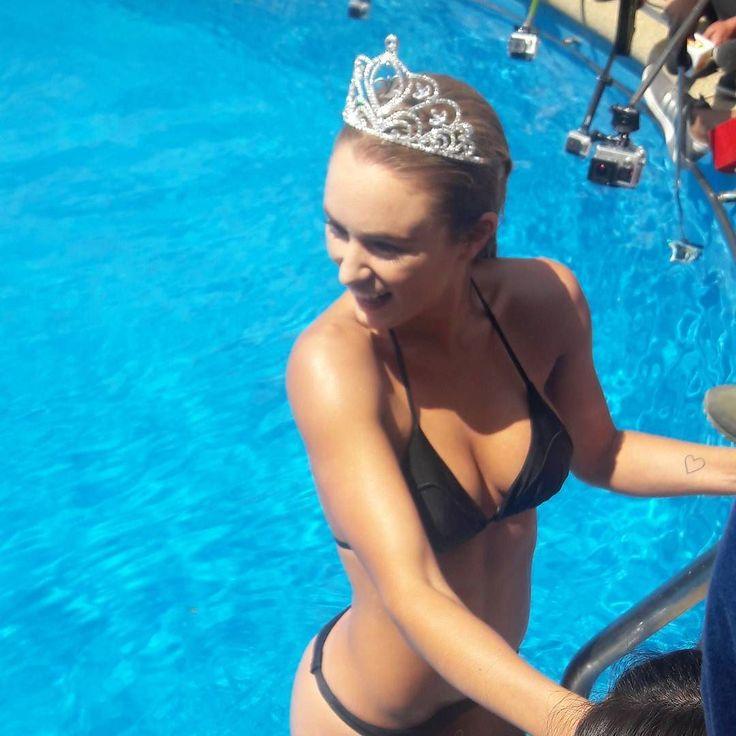 Finalmente Kika Silva cumplió con el tradicional piscinazo de la reina #viña2017