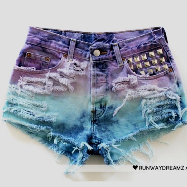 Ombré. High wastes shorts. Love.
