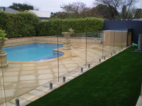 Safety Pool Fence Ideas for Your Homes