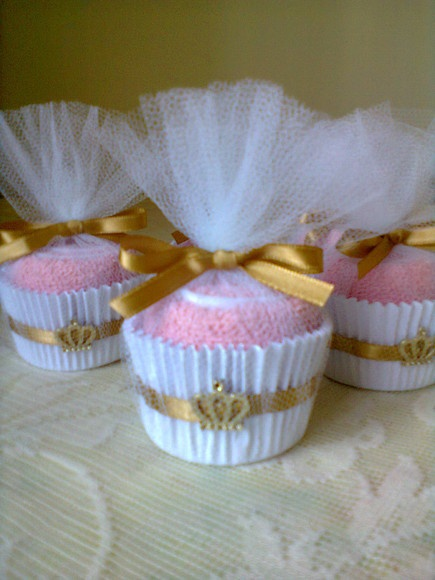 Party Favors = spa party, baby shower, princess, beach, candy sweets party, 15's- Towel cupcake made of a rolled towel, tulle, cupcake liner, and ribbon. (tul, pirotin, relleno de tela de toalla , cinta )