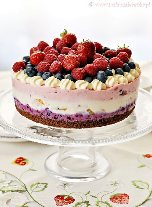 Delicious cheesecake with lots of summer fruits, without baking.