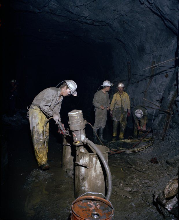 320424PD: Teutonic Bore mine, 1983 http://encore.slwa.wa.gov.au/iii/encore/record/C__Rb3033264?lang=eng