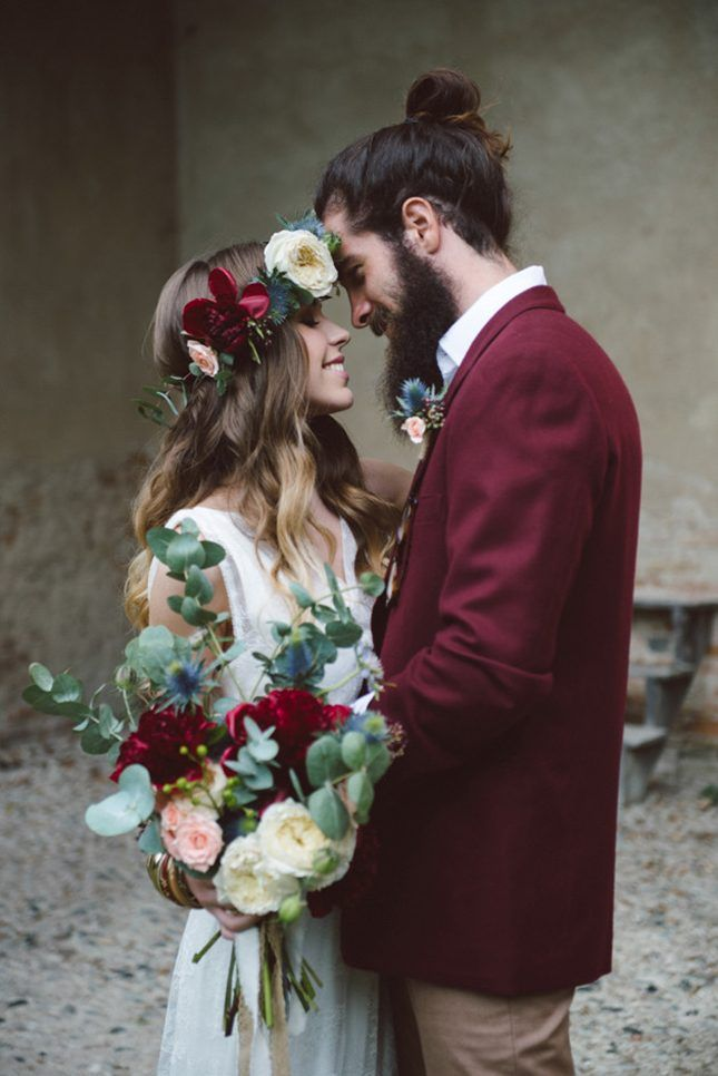 Pairing a maroon jacket with khaki pants + a beautiful bride is a flawless combo.