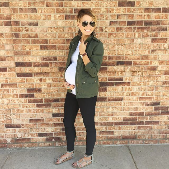 fall pregnancy outfit.