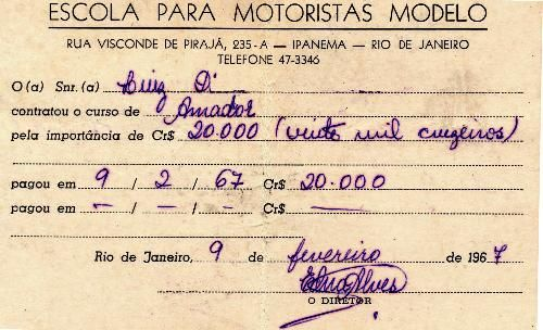 """"""".... E de lá sai esta inscrição para a """"ESCOLA PARA MOTORISTAS MODELO"""", em 1967.  Até a década de 60 era possível treinar para tirar a carteira de motorista mediante uma autorização (""""papagaio"""") do Departamento de Trânsito e acompanhado por qualquer um que tivesse carteira de motorista.   A inscrição para o exame prático era feito, obrigatoriamente, através de uma Auto-Escola, como a retratada no documento acima....."""""""