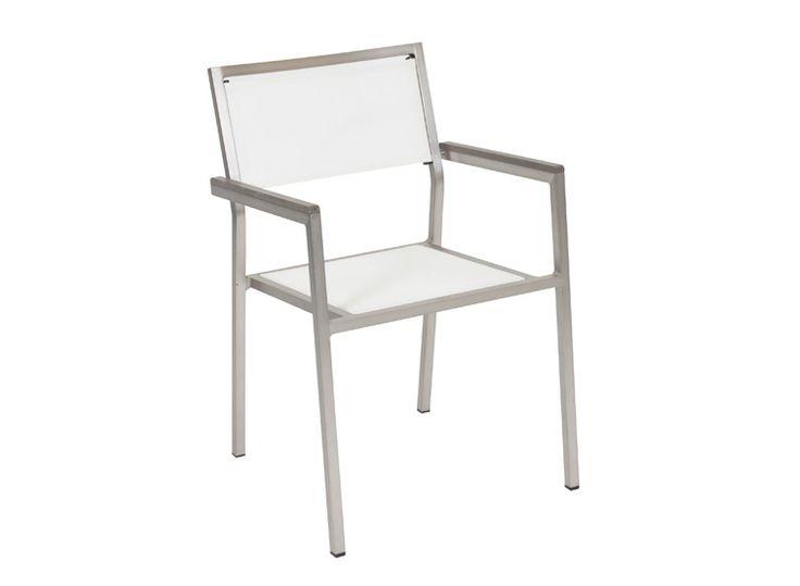 Parveketuoli, terassituoli, kesäkaluste. Runkomateriaali alumiini, tekstiilin värit musta ja valkoinen. Tuoli on pinottava. Yhdistä Belmont-pöytään.