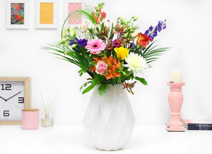 Boeket Boomstijl <3 Van een suikerspin roze Gerbera tot een vurig oranje Alstroemeria, boeket Bloomstijl zit vol met bloemenpracht. Een cadeau voor jezelf, maar ook zeker voor een ander.
