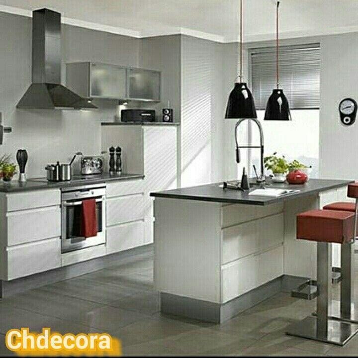 Cocina en blanco lacado sin tiradores con encimera de cuarzo gris