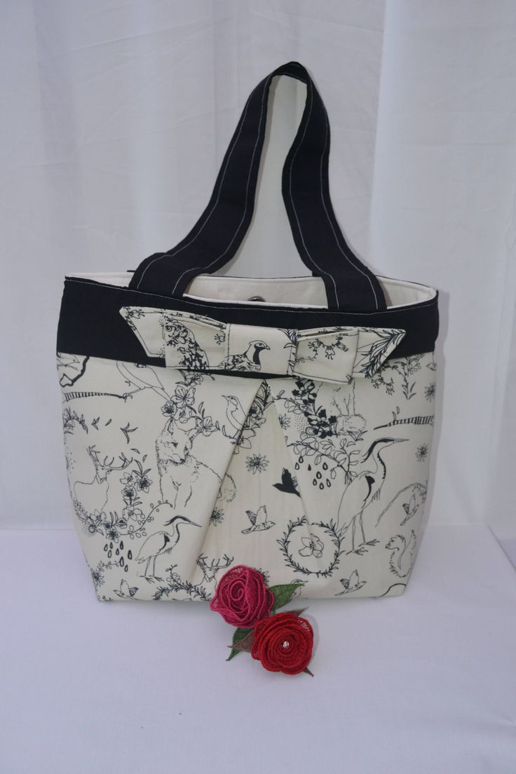 Handmade Black and Cream tote bag with bow and inside zipper pocket by TheCraftyPlayPen on Etsy