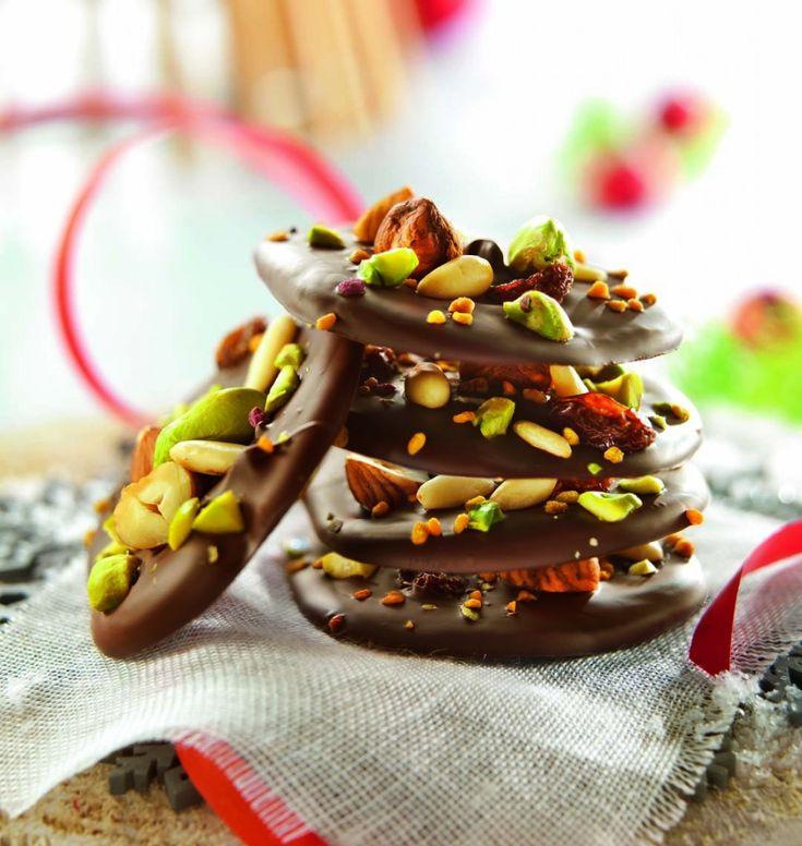 Mendiants au chocolat noir et fruits secs - les meilleures recettes de cuisine d'Ôdélices