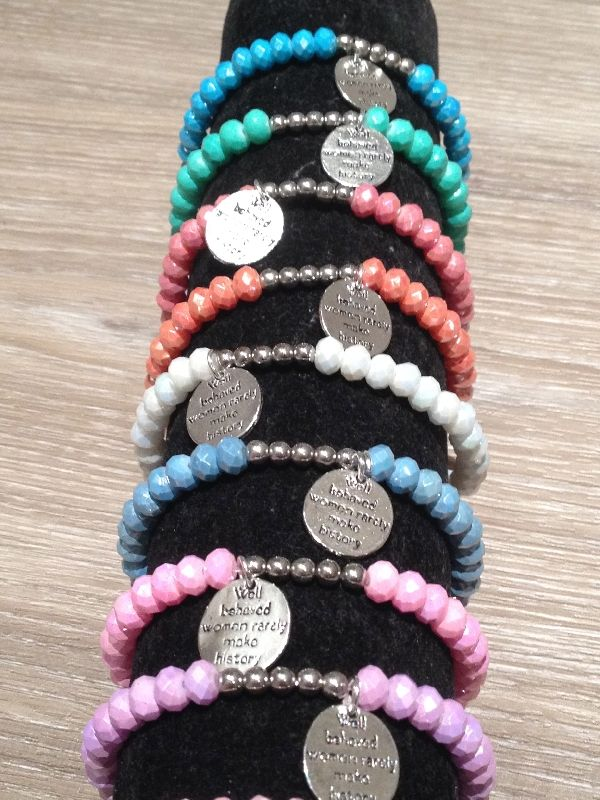Ibiza armbandjes met zilveren kraaltjes € 3,95